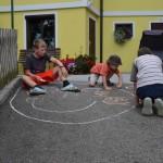 Kreative Künstler am Kinderbauernhof.