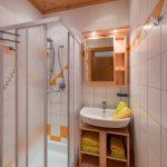 Einblick ins Badezimmer_Wohnung Abendsonne