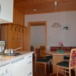 Wohnküche mit gemütlicher Sitzecke - Ferienwohnung Abendsonne