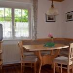 Gemütliche Sitzecke in der Wohnküche Ferienwohnung Kaminfeuer