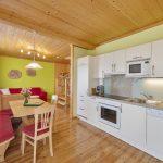 Großzügige voll ausgestattete Wohnküche der Ferienwohnung Morgenrot